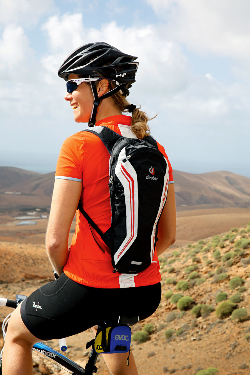 Рюкзак Deuter Road One колір 5350 fire-white